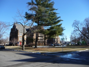 Grace United Methodist Church in Des Moines and the corner at 38th Street and Cottage Grove Avenue where a marker honoring Henry A. Wallace would be placed. Credit: Paula Ann Mohr.